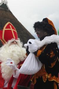 Sinterklaas komt op de Foeke Sjoerds skoalle